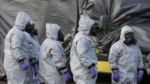 La policia anglesa demana a 500 persones que es rentin la roba pel gas tòxic