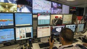 Centro de Seguridad del Metro, desde donde se controlan miles de cámaras y se da respuesta inmediata a los avisos de los postes SOS.