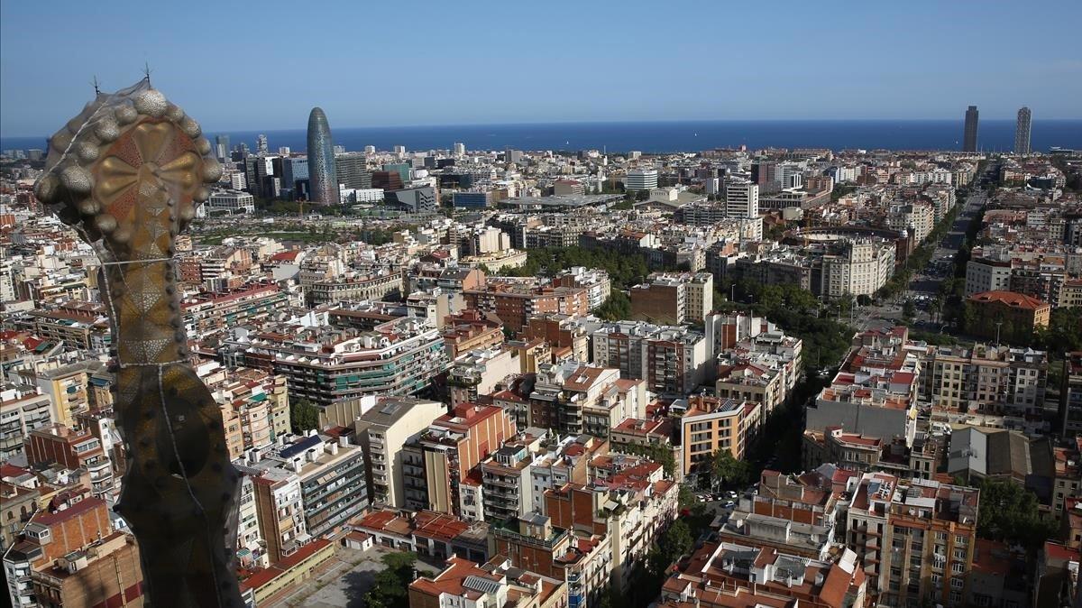 Vista panorámica de Barcelona desde una de las torres de la Sagrada Família.