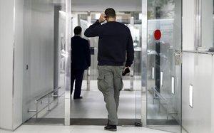 La Policia escorcolla la seu de l'Associació Catalana de Municipis