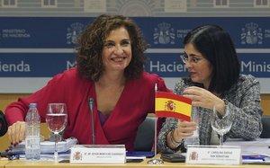 La ministra de Hacienda, María Jesús Montero,y por la ministra de Politica Territorial, Carolina Darias, en el Consejo de Política Fiscal y Financiera.