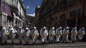 Metges de Salut Pública veuen essencial fumigar els carrers contra el virus