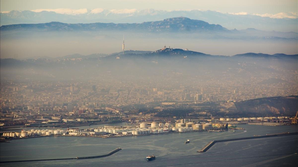 Imagen de Barcelona en un día de fuerte contaminación.
