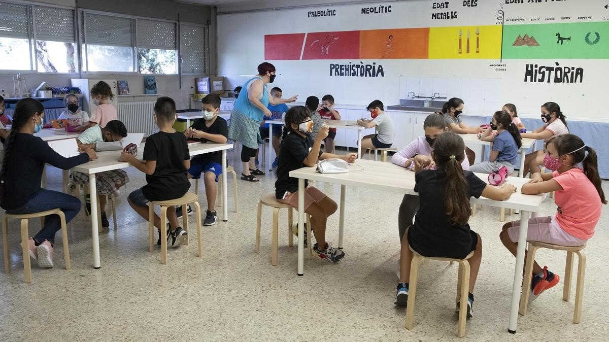 Una clase del instituto-escuela Lluís Millet de Santa Coloma, durante el primer día del curso, el 14 de septiembre
