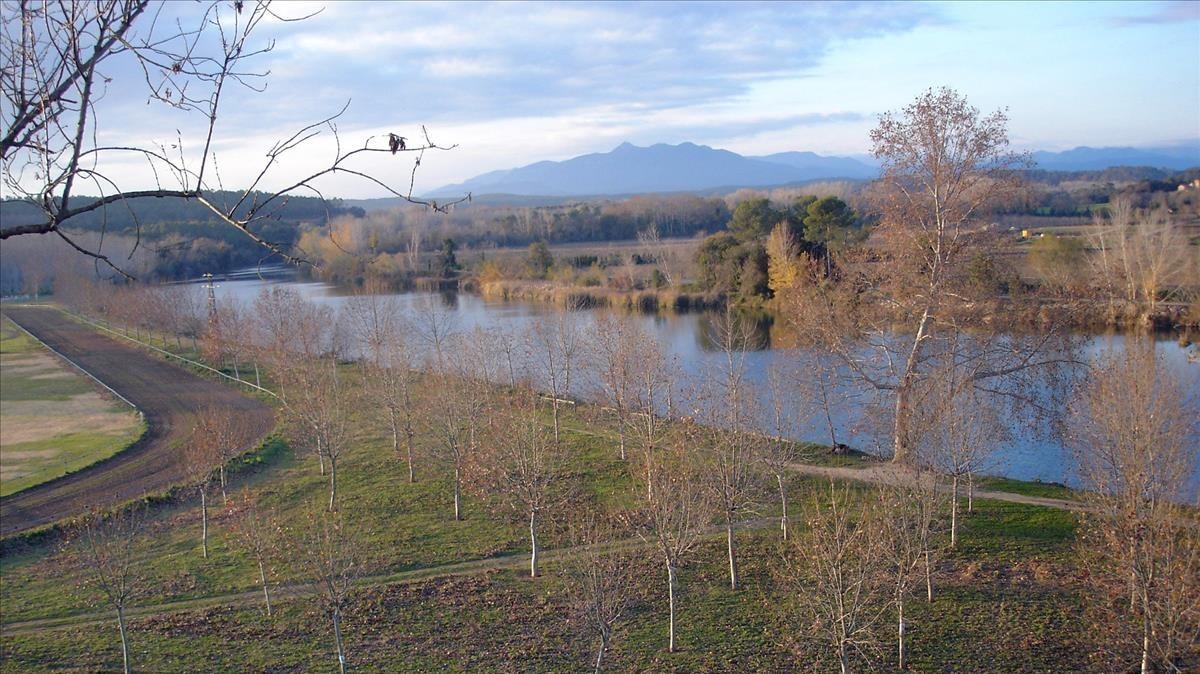 Paisaje de Bàscara, por donde cruza el el Fluvià.
