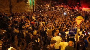mbenach39460847 palestinians celebrate outdid the lion s gate entrance to al170727104614