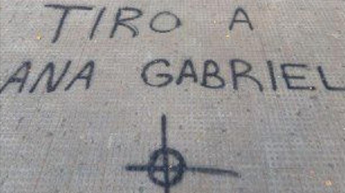 Pintada con amenazas de muerte contra Anna Gabriel en la Universidad de València.