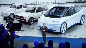 El presidente de la Junta Directiva de Volkswagen, Herbert Diess, presenta los nuevos modelos de la compañía