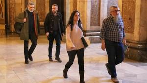 Los cuatro diputados de la CUP, esta mañana, asu llegada al Parlament.