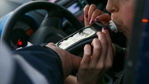 Denunciat un conductor per anar a 212 km/h i triplicar la taxa d'alcohol a Girona