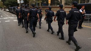 Agentes de la Policía Nacional, desplegados en Barcelona para el 1-O, unos días antes.