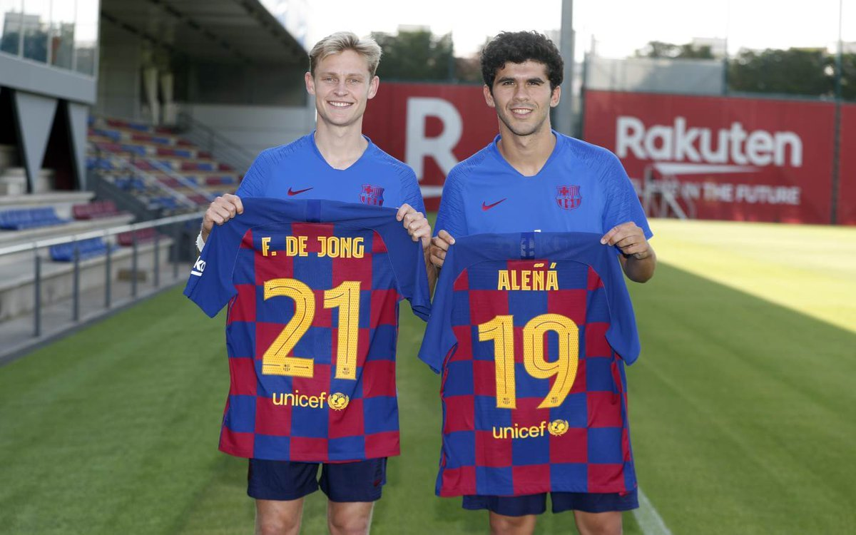 Aleñá, que llevará ahora el '19, ha cedido el '21' a De Jong.