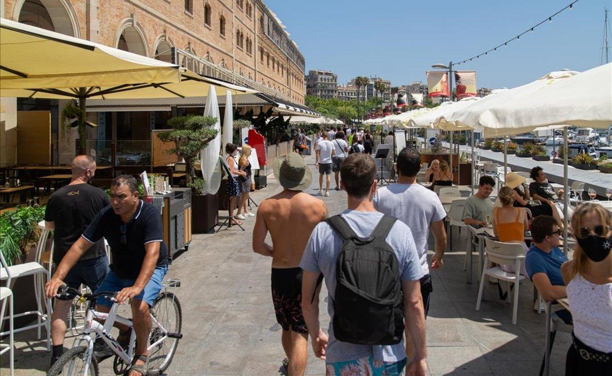 Ambiente en los alrededores del Palau de Mar, en Barcelona, el sábado 18 de julio.