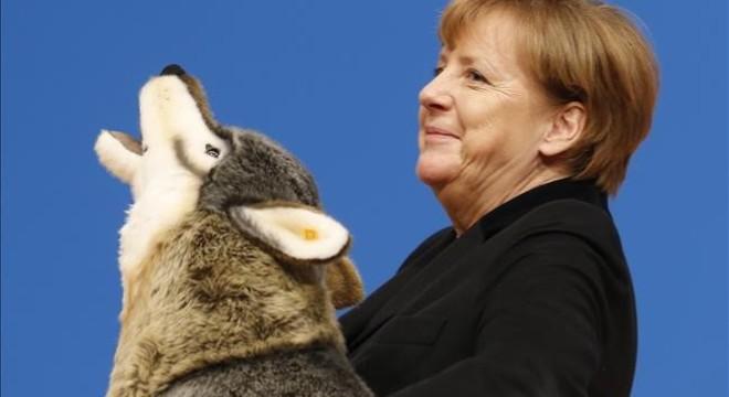 """Merkel promete """"reducir de manera perceptible"""" la acogida de refugiados en Alemania"""