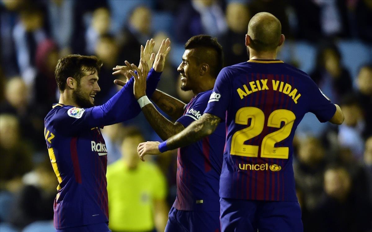 Arnaiz celebra con Paulinho y Aleix Vidal el 0-1 del Barça.
