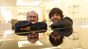 Borja Cobeaga (izquierda) y Diego San José, fotografiado este martes en Madrid