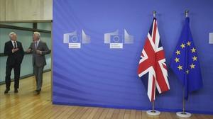 El secretario britanico para la salida de la UE,David Davis (izquierda),y el jefe negociador de la UE,Michel Barnier, este lunes enBruselas.
