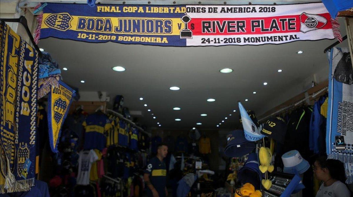 La bufanda conmemorativa del Superclásico de la Libertadores.