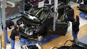 Cadena de montaje de la empresa de automoción BMW, en Leipzig.