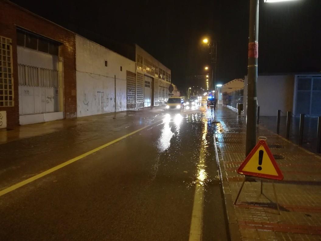Calle inundada en Sant Fost de Campsentelles, esta madrugada.