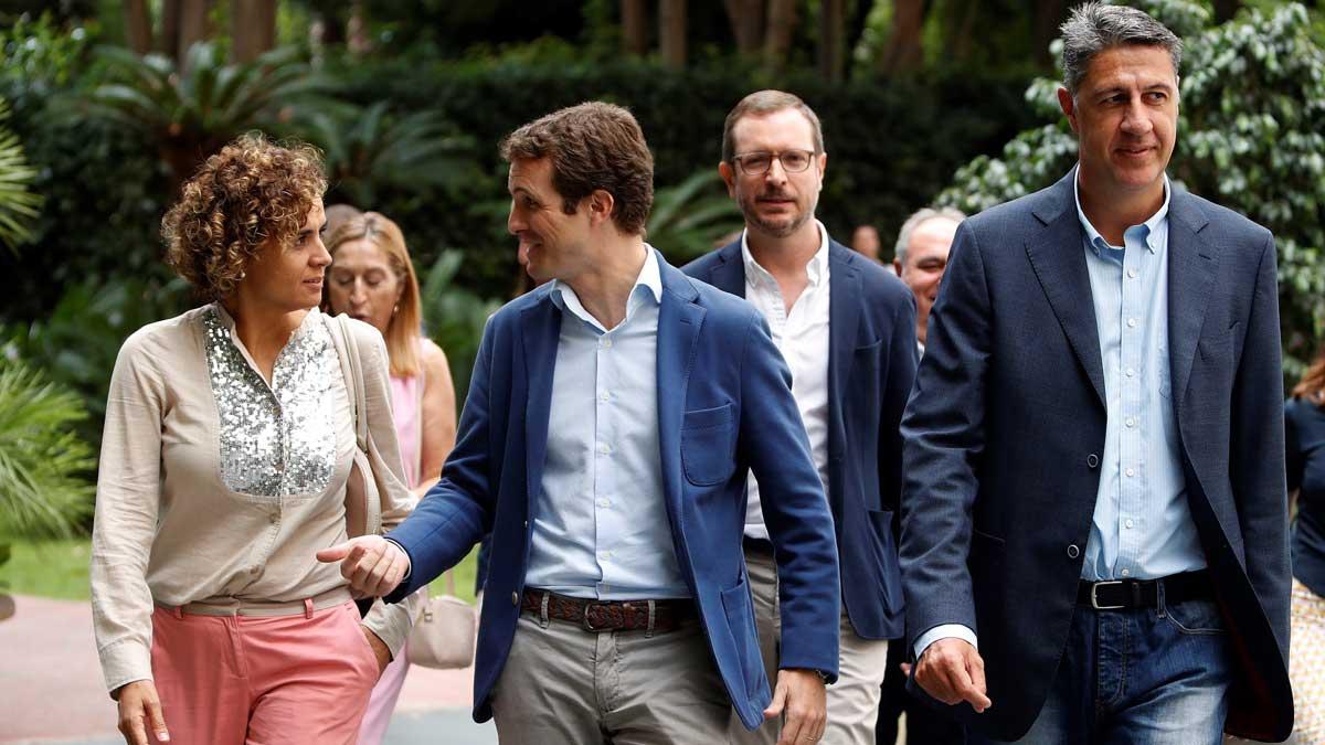 Pablo Casado, acompañado de Dolors Montserrat, Xavier García Albiol y Javier Maroto, a su llegada a la Junta Directiva Nacional del PP que se celebra en Barcelona. Casado cree que comienzan a darse las circunstancias para volver a aplicar el 155.