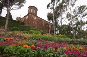 El castillo y el frondoso entorno que conforman los Jardins de Cap Roig.
