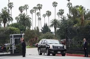 El cementerio Hollywood Forever acogió ayer el funeral de LWren Scott.