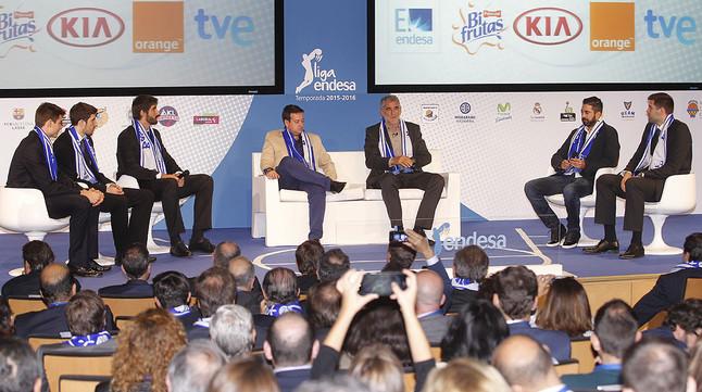 Cinco jugadores en la presentación de la nueva temporada de la Liga Endesa