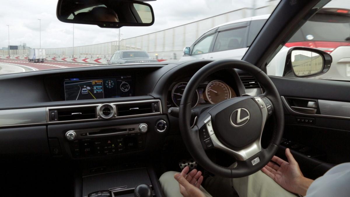 Un coche equipado con un sistema de conducción autónoma.