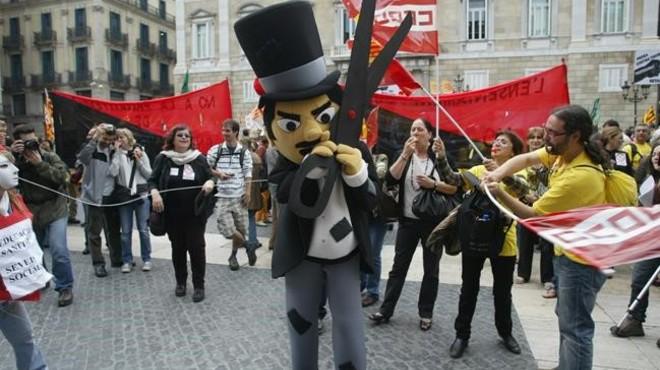La Generalitat tendrá que hacer funcionarios a entre 25.000 y 40.000 interinos