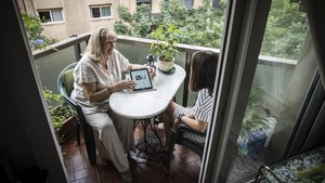 Conchi Frediani, que asiste a extranjeros que llegan a Barcelona para someterse a un tratamiento de reproducción asistida.