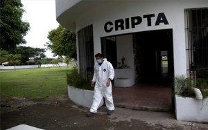 Una cripta solitaria en plena pandemia de COVID-19 en Panamá.