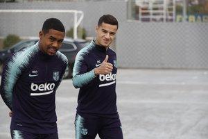 Coutinho, junto a Malcom, en el entrenamiento de este martes del Barça.