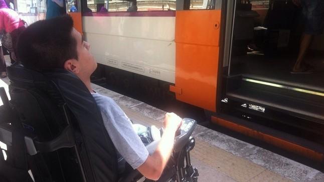 La estación de Renfe de El Vendrell no estaba adaptada para el acceso a los trenes con silla de ruedas.