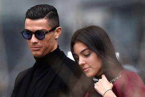 Cristiano Ronaldo y su pareja, Georgina Rodríguez, se dirigen al Juzgado.