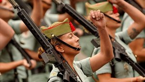 Defensa rebaja a 1,55 metros la altura mínima de las mujeres para las Fuerzas Armadas