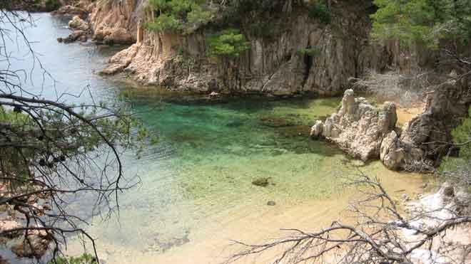Diez playas españolas en las que perderse este verano. En la foto, la playa de Aigua Xelida, en la Costa Brava.