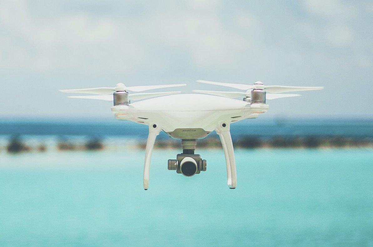 Cada país tiene sus limitaciones y restricciones a la hora de volar drones de recreo.