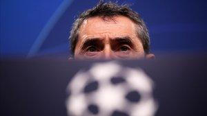Ernesto Valverde en rueda de prensa en Champions League.