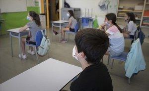 Alumnos de sexto de primaria en el Institut Escola Antaviana, en el barrio de Roquetes, Barcelona.