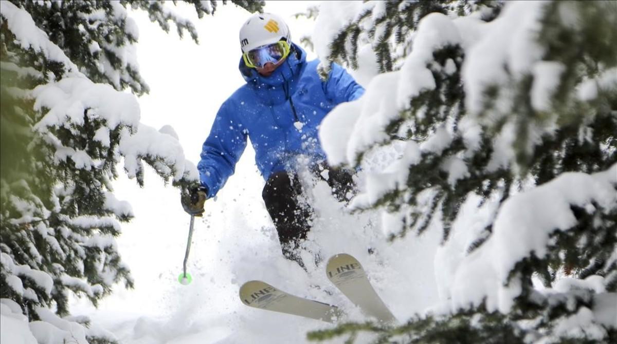 Un esquiador en una estación de Utah.