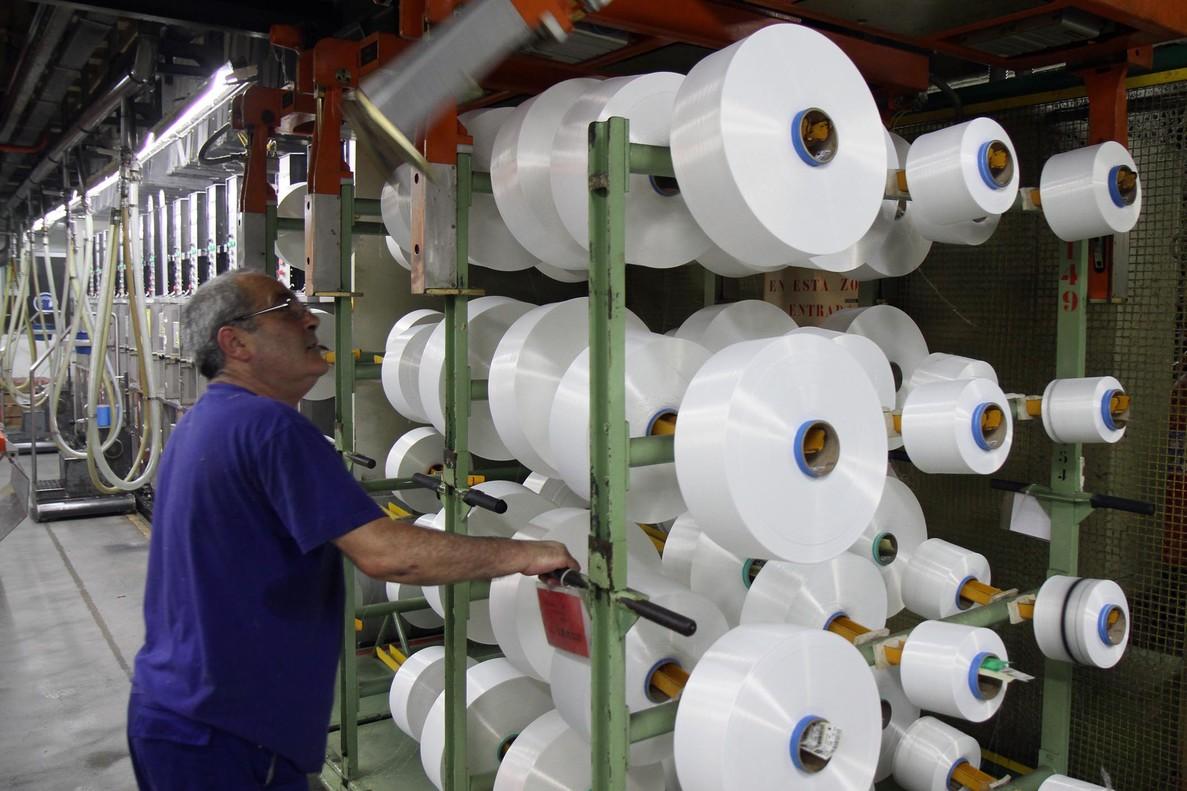 Imagen de un trabajador de la industria textil de Catalunya.