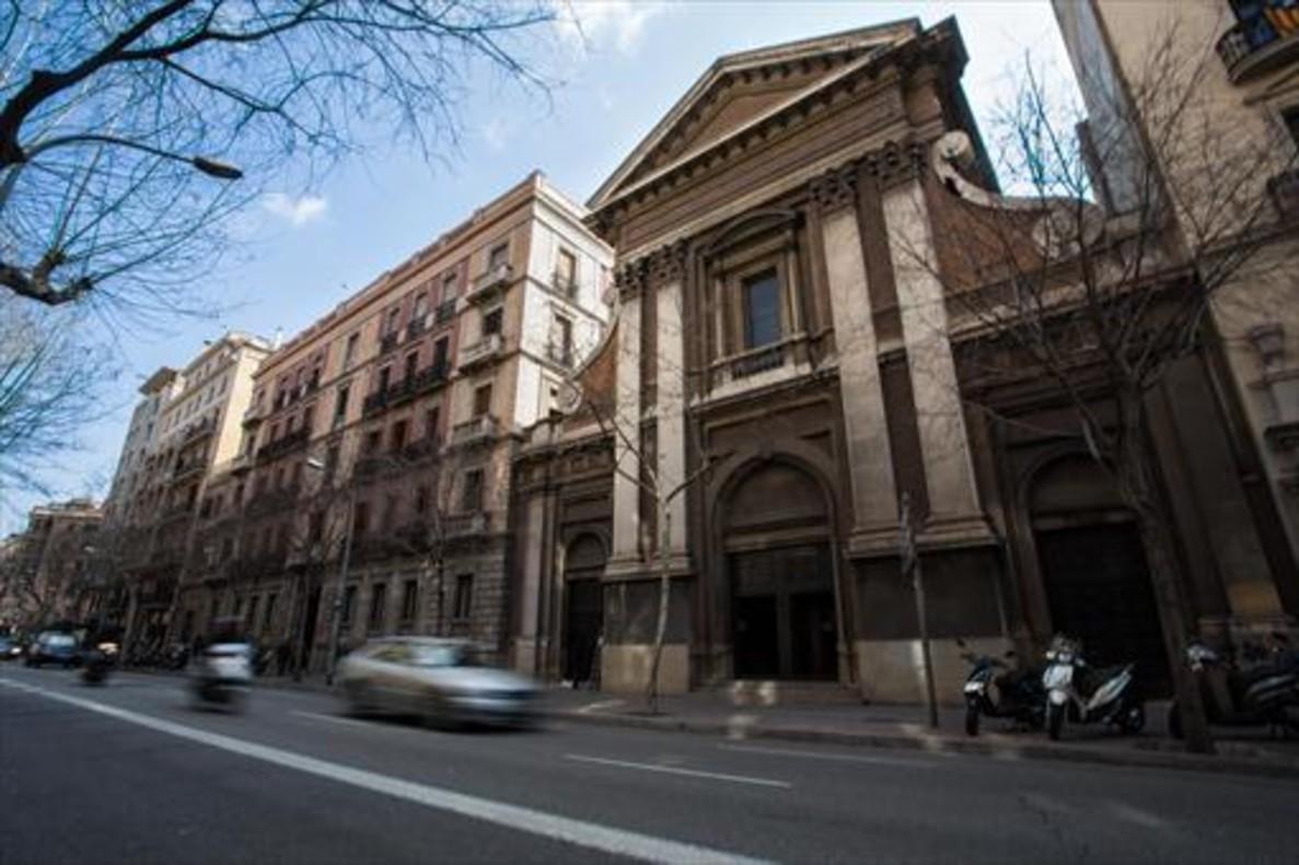 Fachada de la iglesia de las Esclavas del Sagrado Corazón, en la calle de Mallorca, 232.