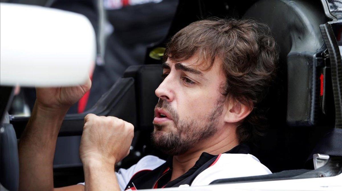 Fernando Alonso, en el interior del Toyota de Fuji.