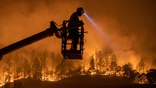 Evacuades milers de persones a les valls de Napa i Somona pels incendis