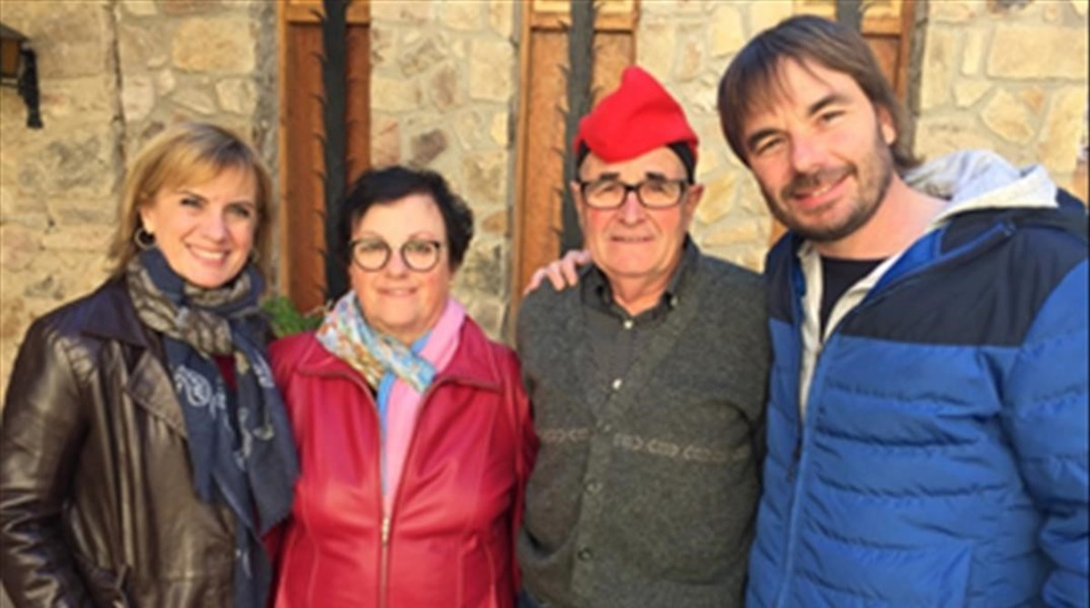 Gemma Nierga, con los padres de Quim Masferrer y el presentador de El foraster. en Els meus pares (TV-3).
