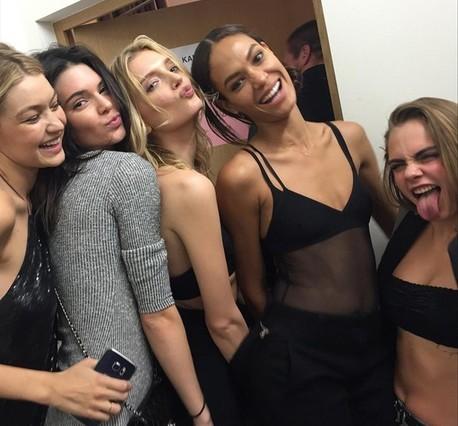 Gigi Hadid,Kendall Jenner,Lily Donaldson,Joan Smalls y Cara Delevingne.