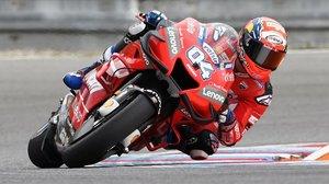 El italiano Andrea Dovizioso (Ducati), en los entrenamientos de hoy en el circuito checo de Brno.