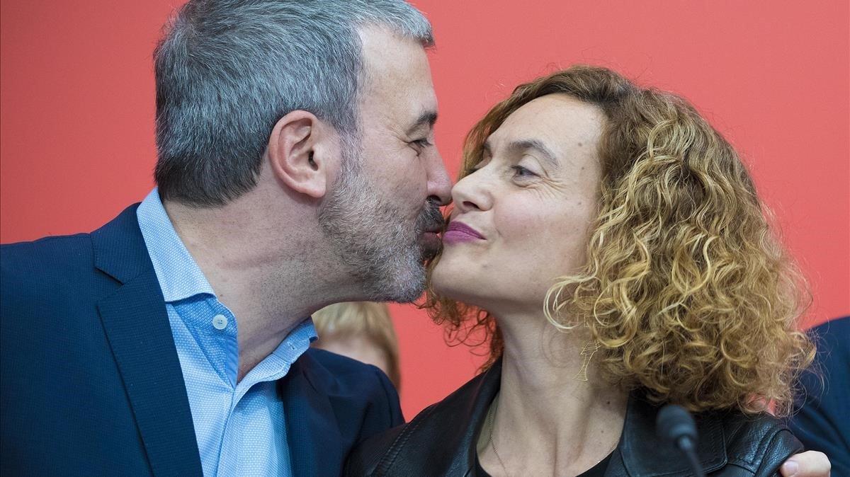 Jaume Collboni felicita con dos besos en las mejillas, a Meritxell Batet.