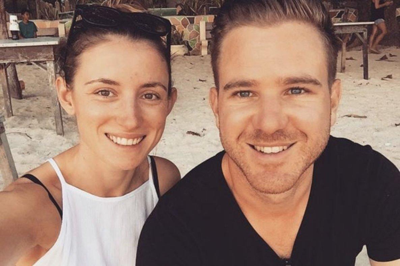 Jolie King y su novio Mark Firkin.